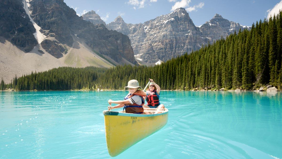 絶対にインスタ映えする湖、モレーンレイクの楽しみ方と行き方おしえます。