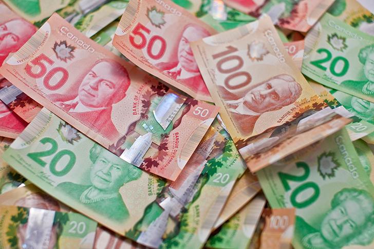 カナダ ワーホリ 稼ぐ お金