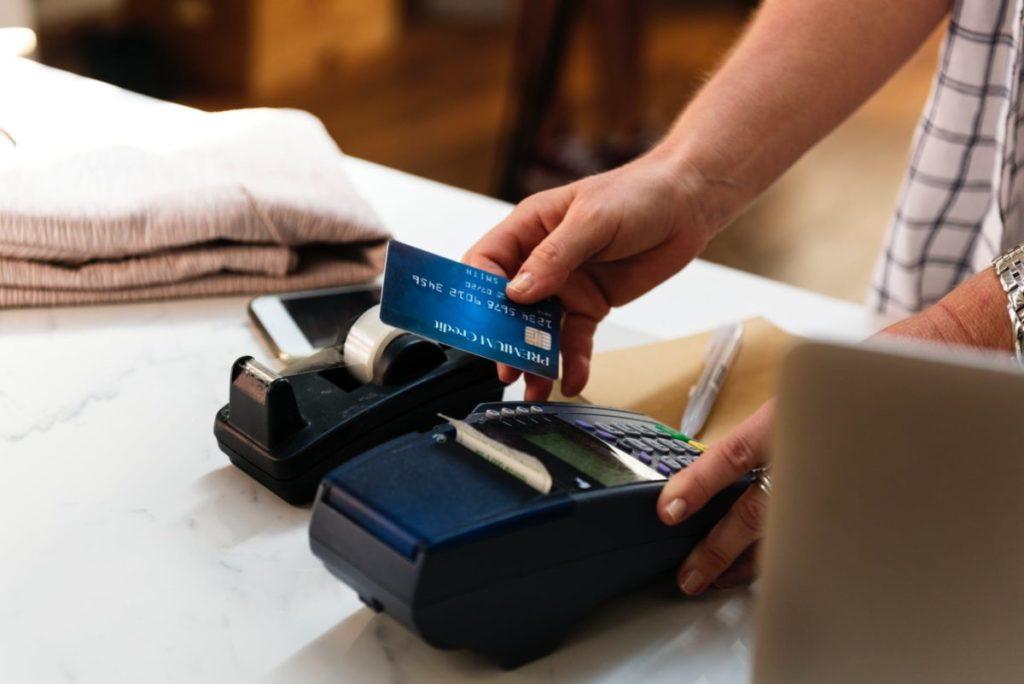 カナダのレストランではチップもクレジットカード決済